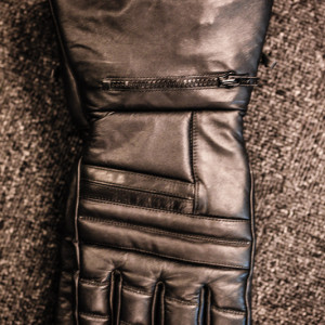 Leather motorcycle gauntlets