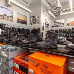 Motorcycle boots and shoes: several brands in store